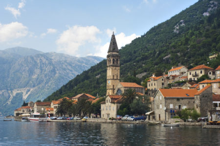 Кому нужна виза в Черногорию, а кому можно без неё?