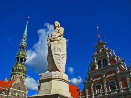 Езжайте в Латвию по загранпаспорту! Но сначала узнайте требования!